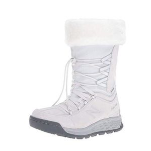 NIB New Balance Waterproof winter boots 8.5 or 8